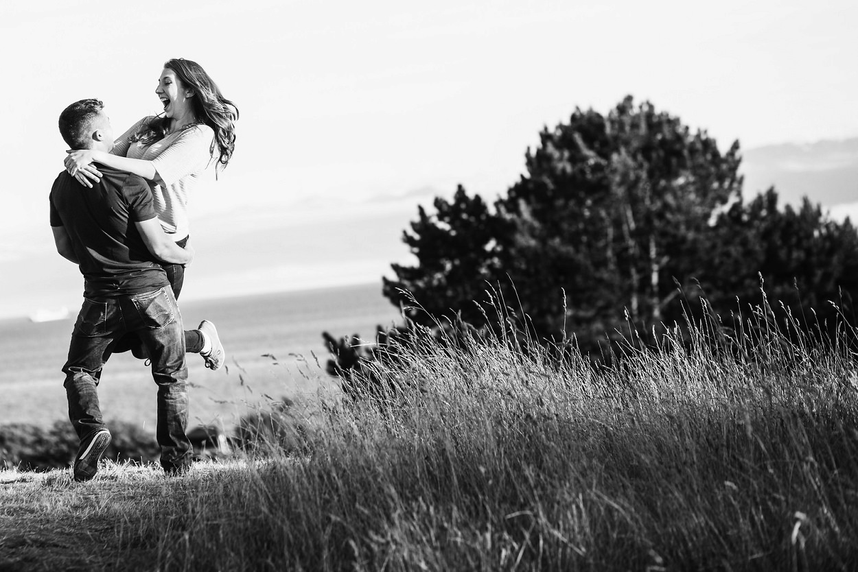 Beacon Hill Park Golden field engagement portrait session