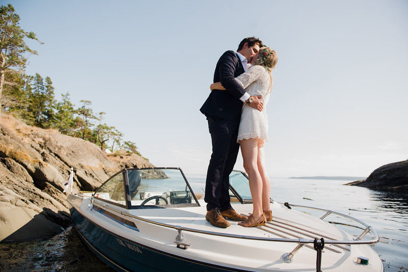Private boat charter popup wedding ideas and locations in Victoria BC